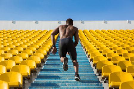 Perdida de peso aeorbico o pesas primero en una sesiones