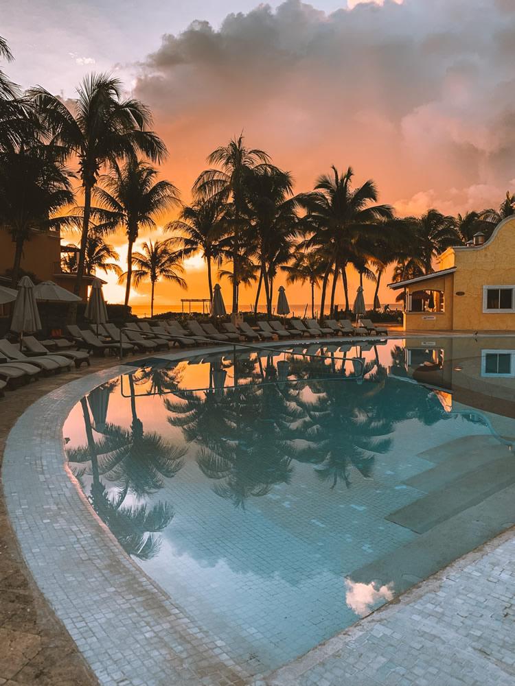 "Autor: Keenan Barber: ""Hoteles en Cancún"""